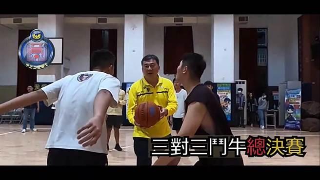分局長許頌嘉(中)為比賽開球。(警方提供)