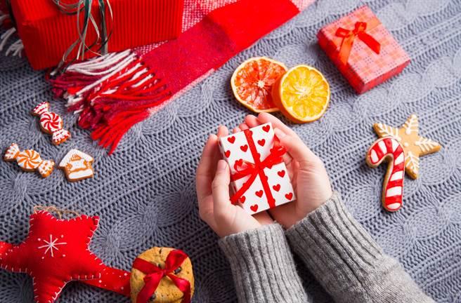 聖誕節之際  開心熱鬧之餘,也別忘了檢視自身保障無虞!(圖/小花平台保險提供)