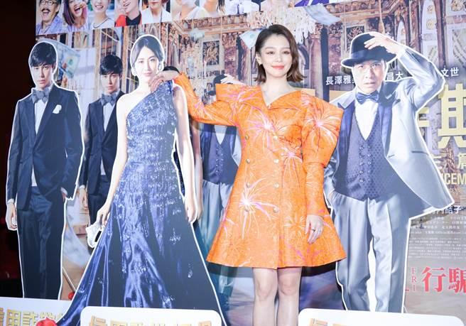 徐若瑄9日為主演的電影《欺詐師》盛裝出席電影首映會。(吳松翰攝)