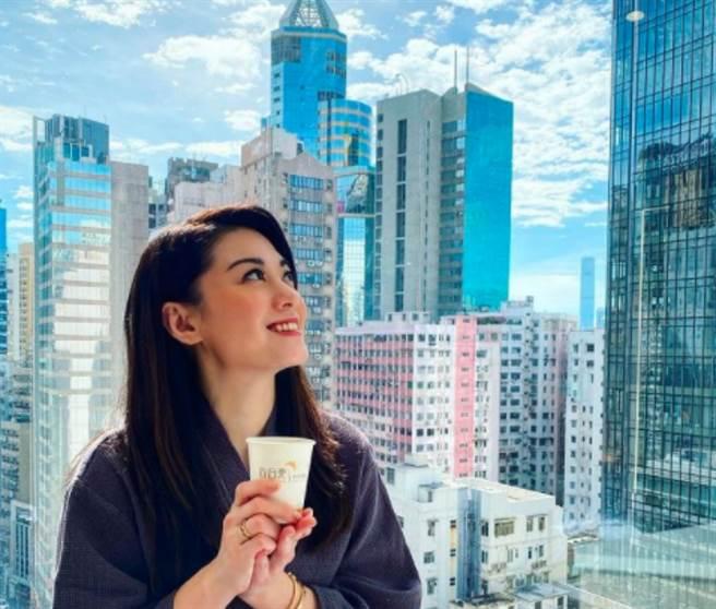 香港女星廖碧儿(Bernice Liu)在2000年参选温哥华华裔小姐夺冠,接着踏入演艺圈变女演员。(图/ 摘自廖碧儿IG)