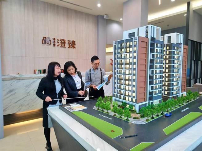 以神岡區首座七期級地標為訴求的「坤聯富澄臻」新建案,頗受神岡在地客青睞。圖/曾麗芳
