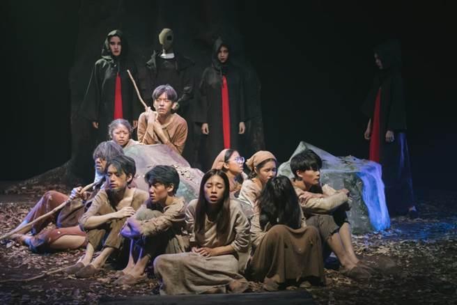臺藝大戲劇系佰柒級班級展演 上半年製作《群盲》攝於109.6.21。(臺藝大提供)