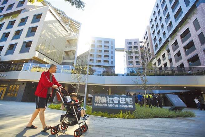 明倫社宅中籤率曝光,3236人搶租。(本報資料照片)