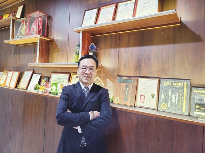 映兴电子总经理赖柄源接任第11届台中市建筑经营协会理事长。图/王妙琴
