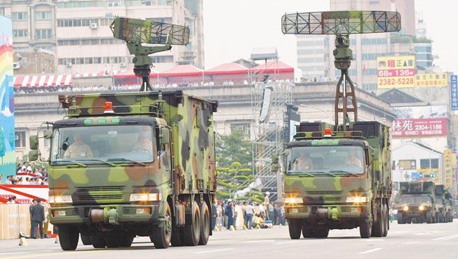 美國務院批准售台「野戰資訊通信系統」。圖為我海軍的「機動雷達車」,為自製長距離通訊連網裝備。(本報資料照)