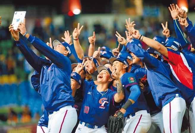 巴黎奧運取消棒球項目,明年的6搶1更顯重要。圖為去年12強賽中華隊。(本報資料照片)