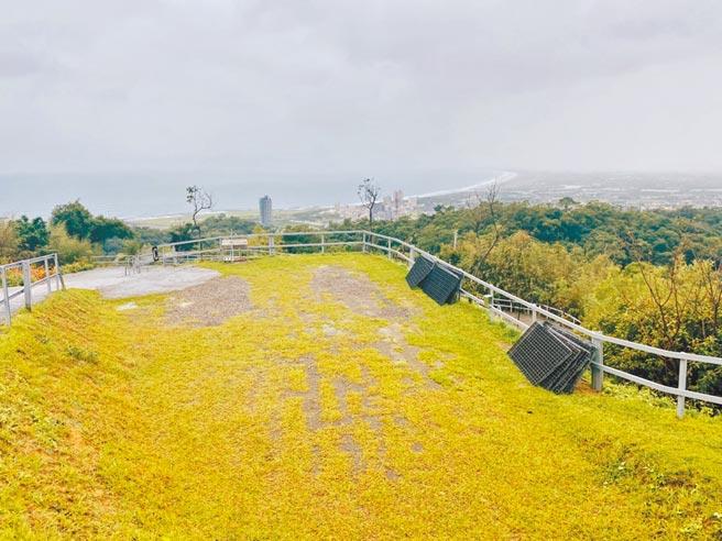 宜蘭縣的露營業者,因不停地雨勢讓生意受到衝擊。(「微笑灣」提供/胡健森宜蘭傳真)