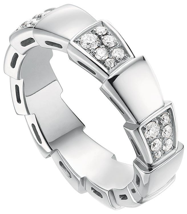 寶格麗SERPENTI VIPER白K金鑲鑽戒指,約13萬1600元。(寶格麗提供)