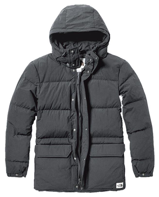 樂天市場雙12推The North Face連帽羽絨外套,原價1萬3380元,特價6490元。(樂天市場提供)