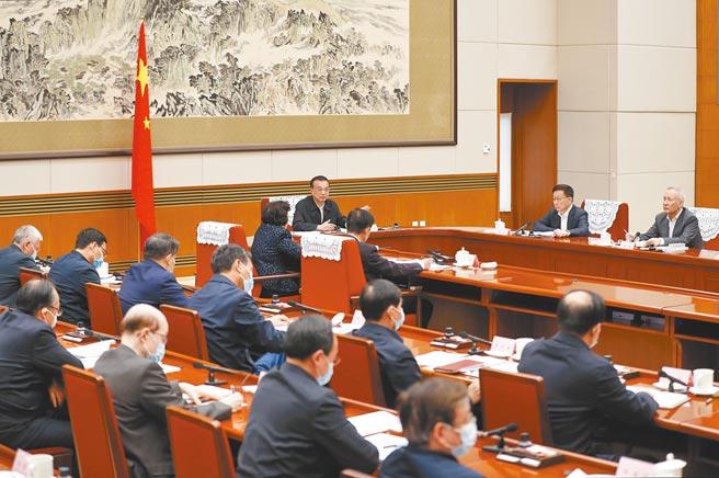 12月7日,大陸國務院總理、國家科技領導小組組長李克強在北京主持召開國家科技領導小組會議。(中新社)
