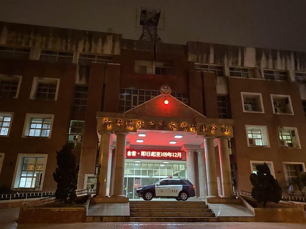 竹北分局9日晚間發生通緝犯脫逃案,警方漏夜緝捕。(莊旻靜攝)