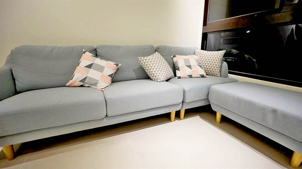 歐格分割式布沙發僅需用擦拭布就可以清潔乾淨。