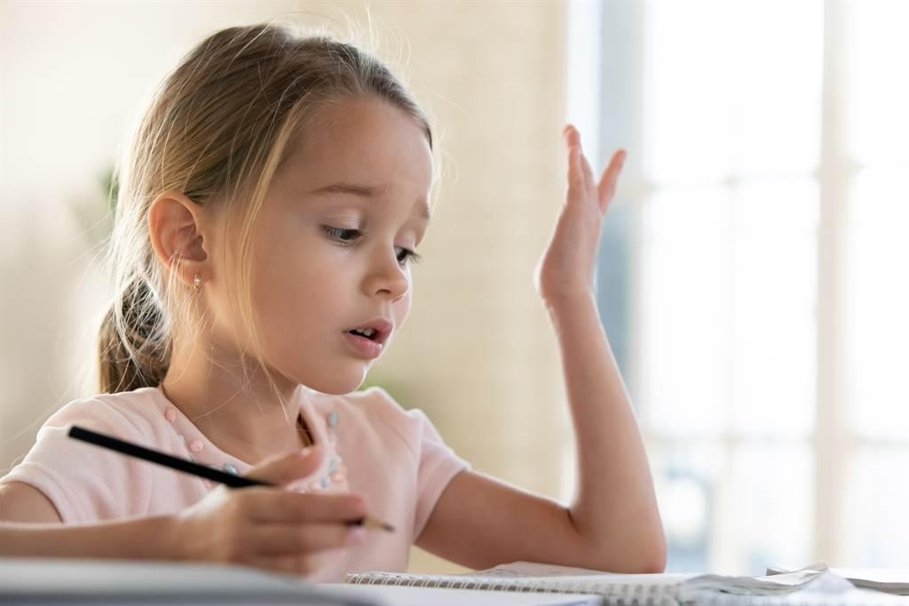 「那天和天天哪個長?」一位家長分享一道小學2年級的題目,崩潰求助網友。(示意圖/達志影像)