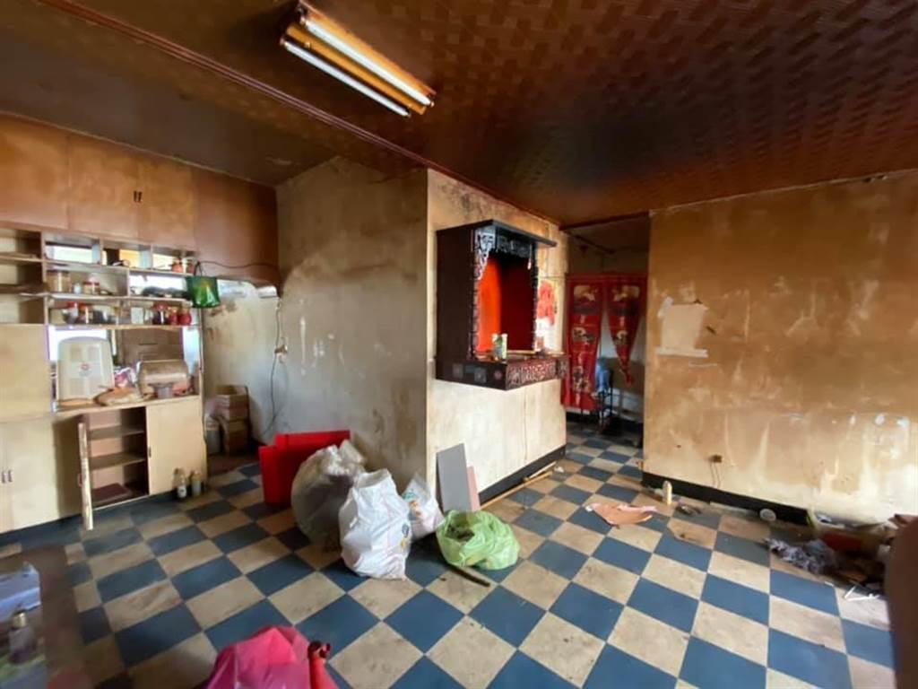 租屋20年房客離奇消失,房東開門找人,才發現房子變成「廢棄鬼屋」。(圖/翻攝自爆怨公社)