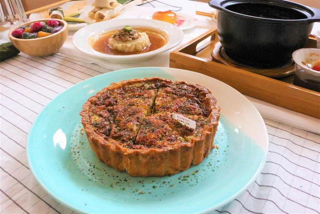 客庄馬告家常菜佐法式橙酒鹹豬肉派,獲得2020苗栗之星創意美食料理競賽首獎肯定。(巫靜婷攝)