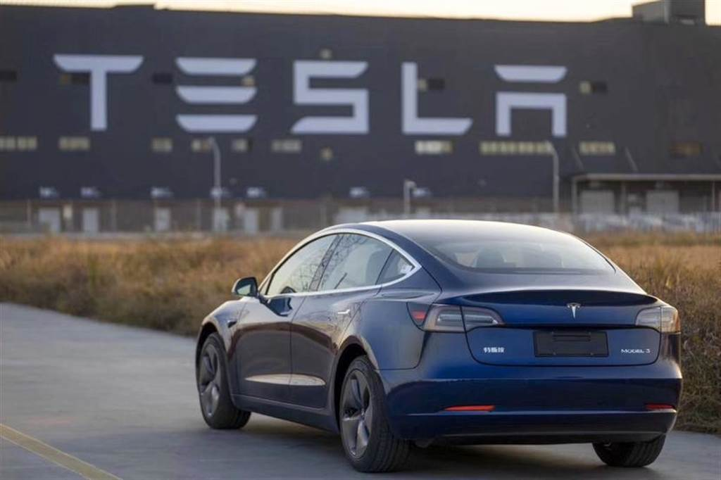 冬天掉電超嚴重?!磷酸鐵鋰電池版 Model 3 被爆趕鴨子上架,缺乏完善測試