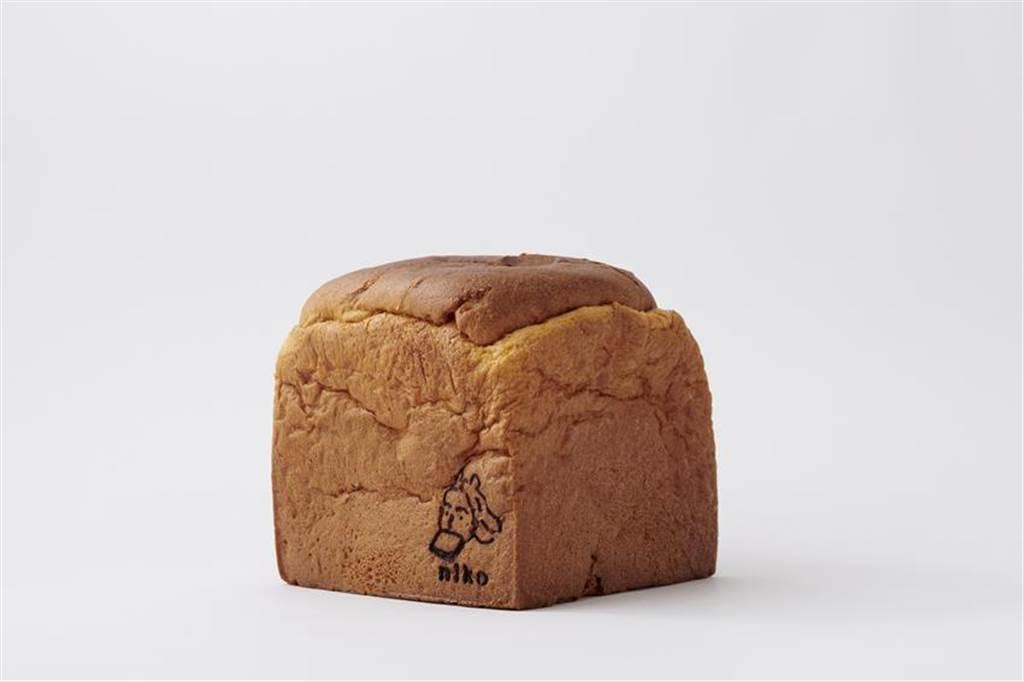 採用潘多洛黃金麵包製法的「黃金吐司」口味香醇醲厚.入口後細緻綿密。 圖/niko bakery by FUJIN TREE Group提供