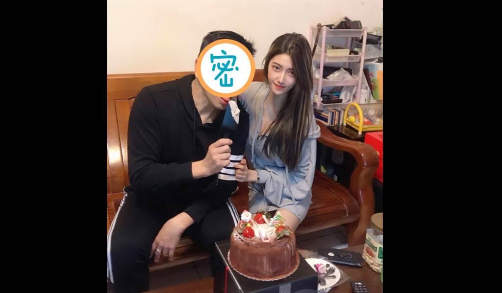 一名25歲的正妹日前在臉書開心PO出慶生照,不料照片曝光後,眾人焦點全在她身旁高顏值的「帥爸」。(圖/截自臉書爆廢公社二館)
