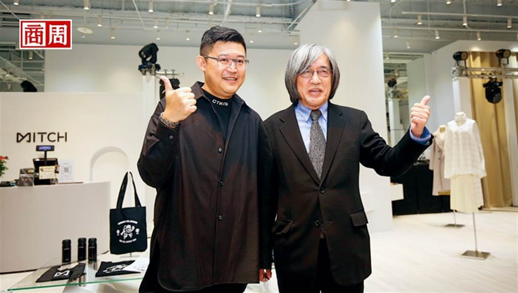 網家董事長詹宏志(右)和執行長蔡凱文(左)為覓去實體店開幕站台,開啟跨足垂直電商起點。(圖/駱裕隆攝)