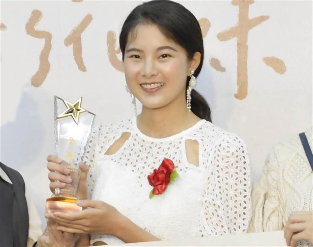 26歲邱怡澍還曾拿下彰化葡萄公主,她說非常喜歡到彰化玩,和導演一起推廣彰化。(吳敏菁攝)