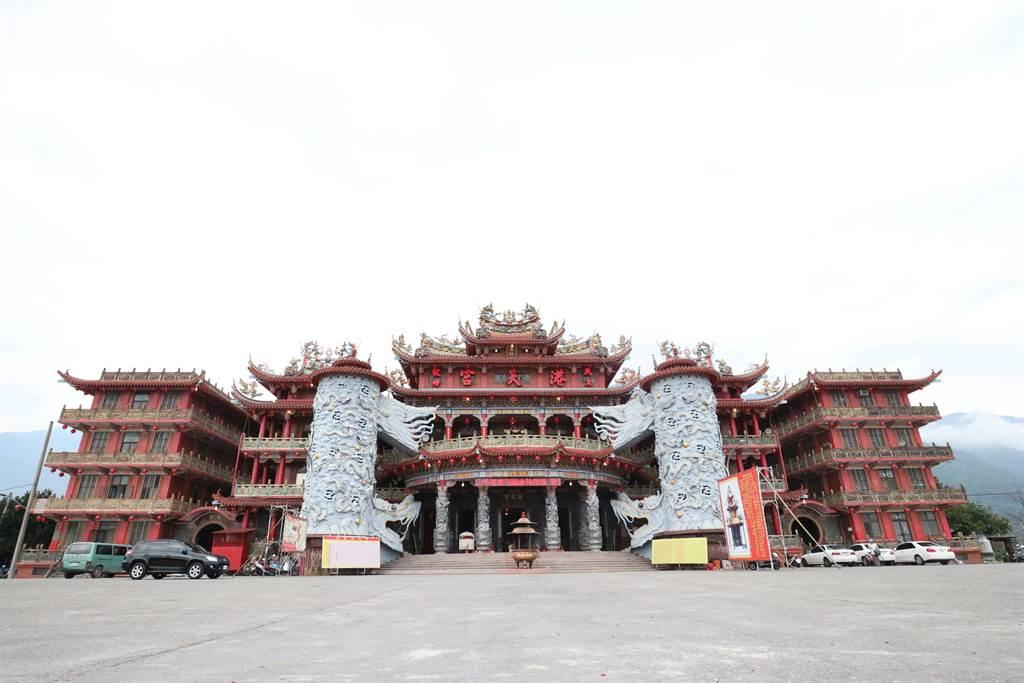 花蓮港天宮奉祀的媽祖靈驗,香火鼎盛,廟宇規模宏偉,是東台灣最大媽祖廟。(王志偉花蓮傳真)