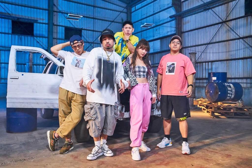 阿達新歌MV號召眾多好友助陣。(環球音樂提供)