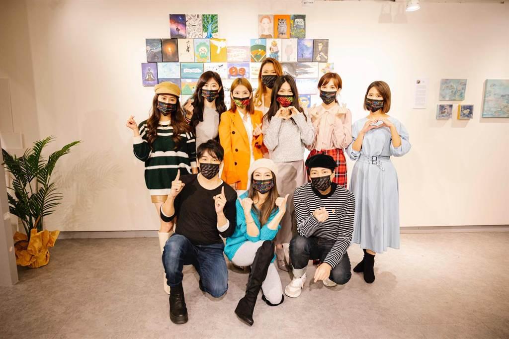 藝人紛紛戴起何嘉文設計的彩繪口罩響應防疫。(元大俠創作提供)