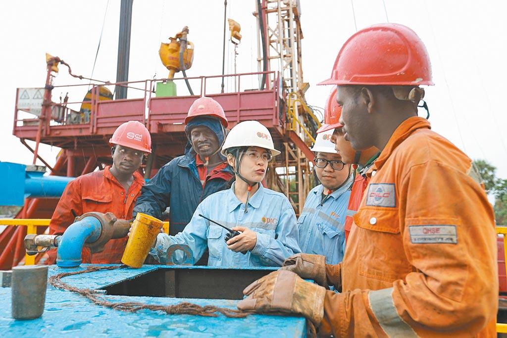 中油查德礦區工作畫面。(中油提供)