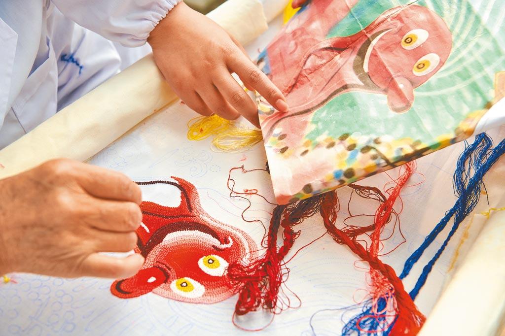 刺繡工藝也大量出現在本次秋冬秀上。(Dior提供)