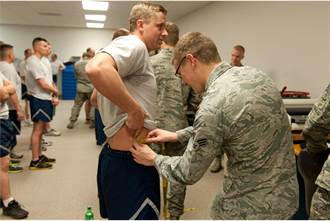 美空軍宣布永久取消腰圍測量 另尋兼顧肌力與有氧能力項目