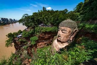 重慶社區竟蓋在石雕大佛脖子上 恐有千年歷史