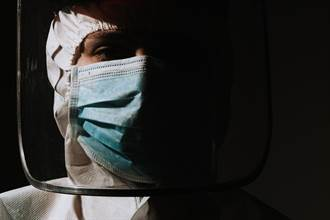 抗疫浮生錄─從英國到西班牙 我們陷入道德選擇題