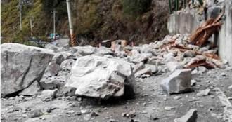 久旱逢大雨!峭壁數十噸巨石高處落下 中橫便道砸毀封閉搶修