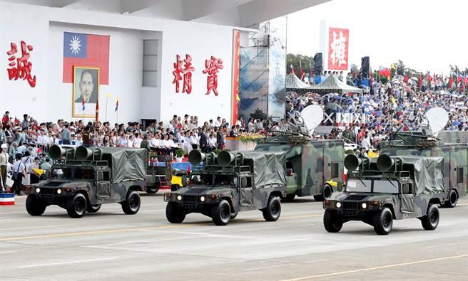 以M998運輸型悍馬車改裝的心戰喊話車。(圖/中時資料照)