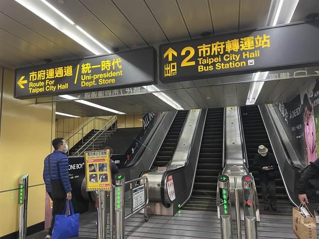 國內軌道業第一次!北捷車站廣告,玩創意大驚喜,持電子票證12/12特定時段搭車,當趟車資0元。(吳康瑋攝)