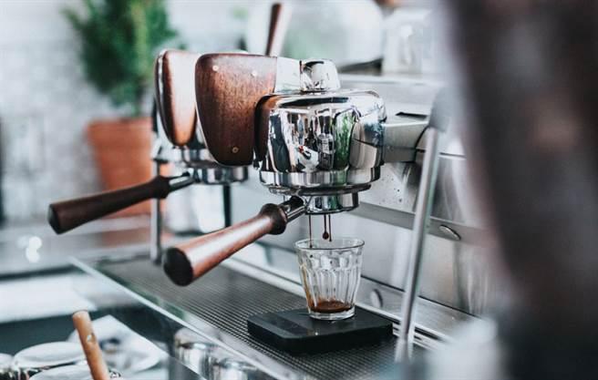 喜歡黑咖啡的人,大多偏好簡單的口感。(示意圖/Unsplash)