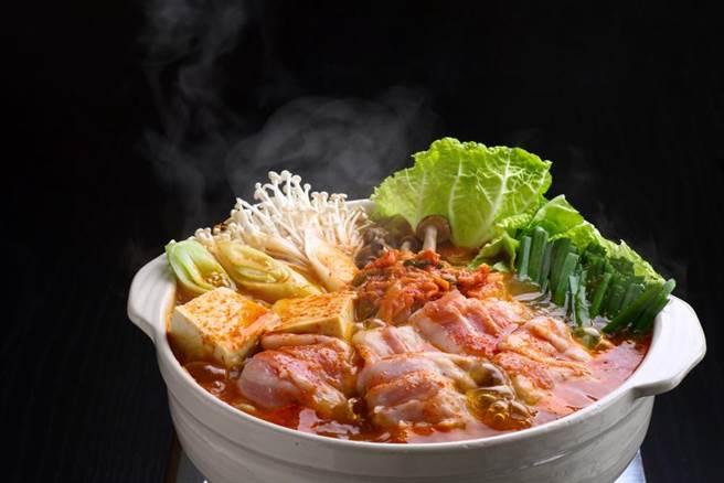 冬天吃火鍋,注意熱量最重要。(示意圖/Shutterstock)