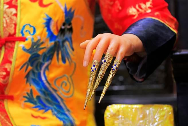 從一個妃子手上戴的指甲套的華美程度,就可以看出她到底受不受寵。(示意圖/達志影像)