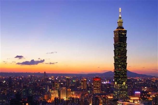 謝金河認為,在疫情席捲全球的烏雲罩頂下,台灣經濟出現兩個不可思議。(示意圖/達志影像/shutterstock)