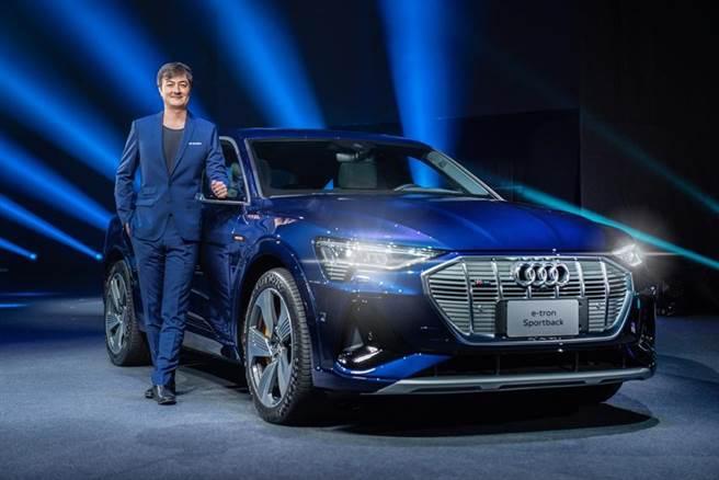 (圖說:台灣奧迪汽車上市首款電動休旅車e-tron,總裁Matthias Schepers更宣布2025年電動車占台灣奧迪整體新車銷量三成以上的目標。圖/業者提供)