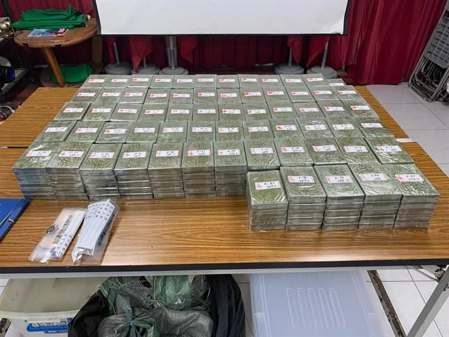 屏檢再破毒梟運百公斤毒品詭計,在漁船起獲海洛因磚324塊。(屏檢提供/謝佳潾屏東傳真)