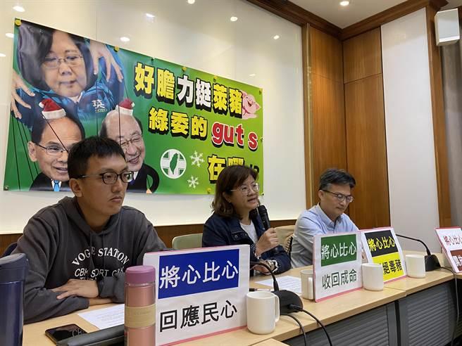 蘇偉碩指出,執政黨立委們無法基於自己選區的民意來決定是否支持蔡總統的決策,甚至害怕任何表態,他說,一種新型的獨裁體制「已經成形」。(李柏澔攝)