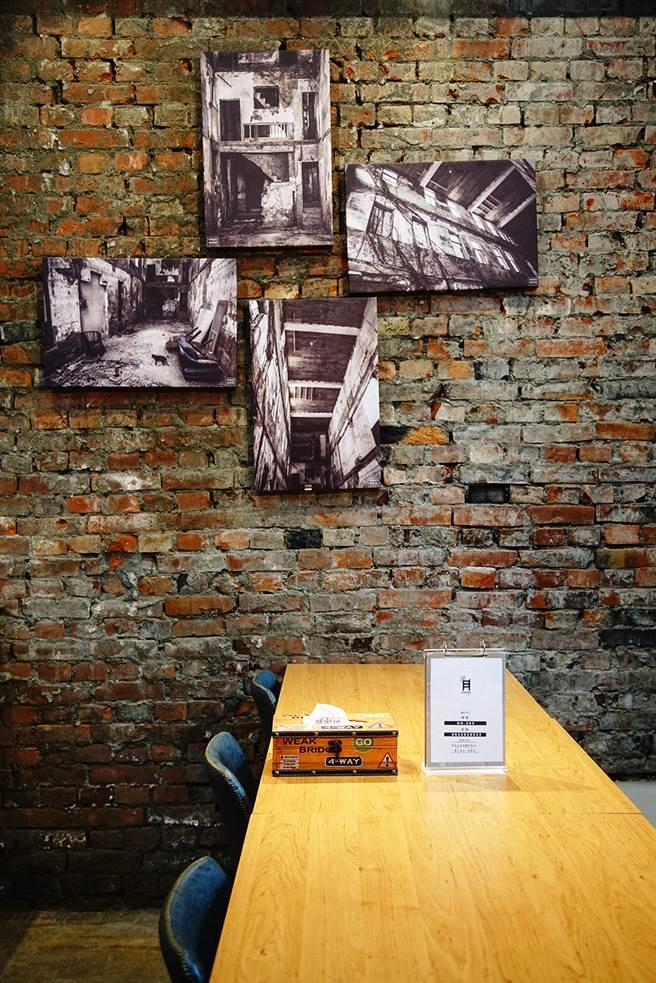 屋主高堂佑本业为摄影工作,为废墟留下各时期的照片,也欢迎摄影工作者借场地取景。(摄影/曾信耀)