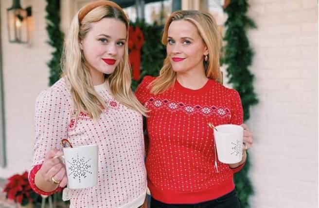 瑞絲薇斯朋曬出與女兒合照,兩人宛如雙胞胎姐妹。(圖/reesewitherspoon IG)