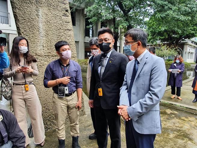 國民黨主席江啟臣今(10日)上午10時許參訪國家人權博物館,提及台灣大學新聞研究所前所長彭文正到國民黨中常會演講。(葉書宏攝)