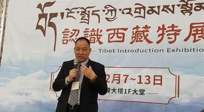 達賴喇嘛西藏宗教基金會達瓦董事長於12月7日「認識西藏特展」開幕式致詞。(玄奘大學提供)