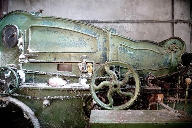 這台絞棉機是民國60年生產,陪伴老字號走過半世紀。(攝影/曾信耀)