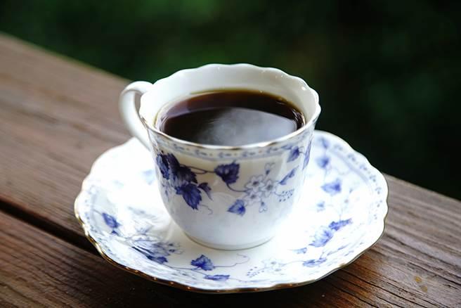老三咖啡館自種自烘的咖啡有「龍眼咖啡」之稱,咖啡透著龍眼果香餘韻。(攝影/曾信耀)