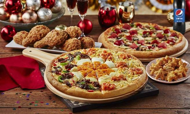 (抢年终餐饮消费商机,达美乐推出「黄金龙虾牛肉披萨」以双併味抢市。图/达美乐提供)