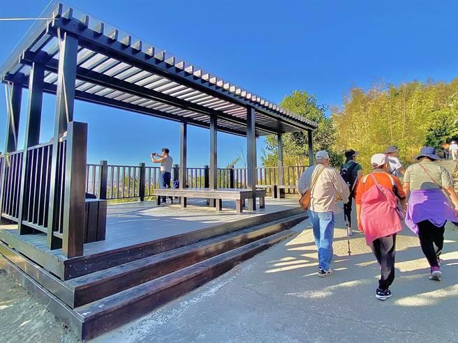 大坑9號步道新設觀景平台可鳥瞰大台中市景。(台中市觀旅局提供/王文吉台中傳真)